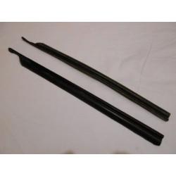 2 joints verticaux de vitres arrières